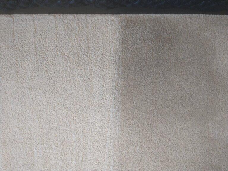 Fragment wykładziny przed i po praniu na mokro